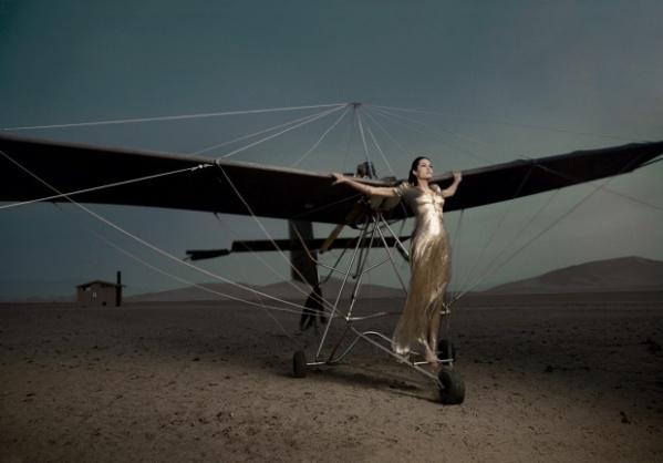 Angelina-Jolie-Airplane-High-Fashion