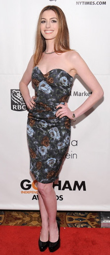 Anne-Hathaway-dolce-gabbana-