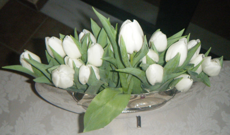 Flowers in Vase foto by Nina Papaioannou Trendsurvivor