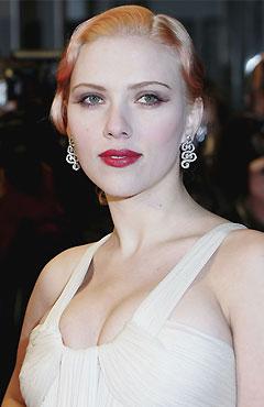 Scarlett Johansson red Lipstick