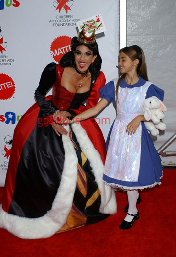 teri_hatcher_halloween_with_child