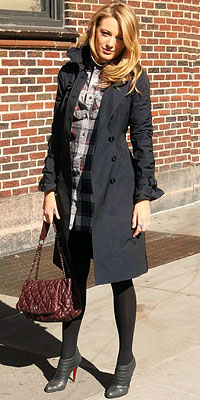Blake Lively street style, Burberry, coat Chanel bag, Louboutin shoes