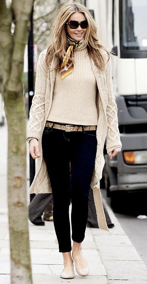 Elle MacPherson, skinny jeans,nude color ballerinas, sunglasses