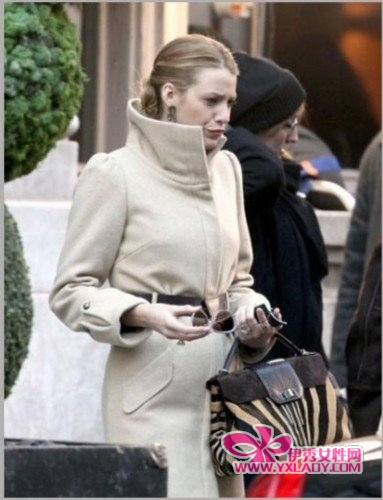 Blake Lively Street Style White Coat Animal print bag