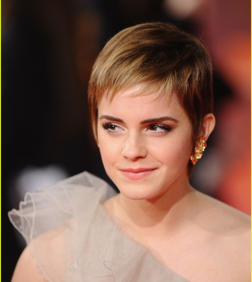 Emma Watson with sort hair at the 2011 BAFTAS