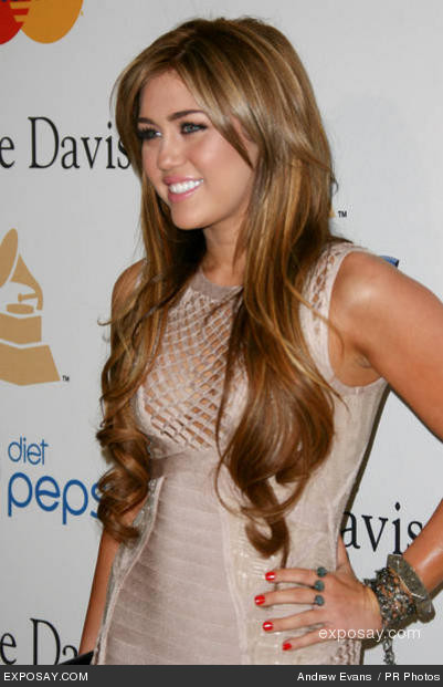 Miley Cyrus long hair and makeup