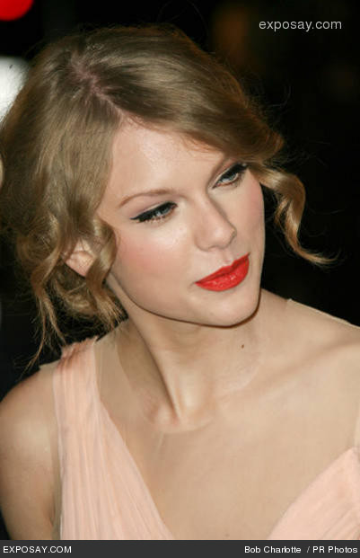 Taylor Swift Hair and makeup 2011