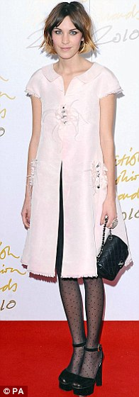 Alexa Chung, haircut bob, Chanel pink dress