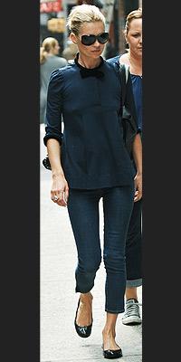 Kate Moss black pants black ballerina flats