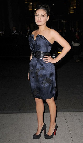 MILA-KUNIS Little black dress, louboutins