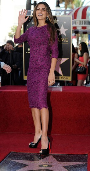 Penelope-Cruz fuchsia dress, black peep toe shoes Louboutin