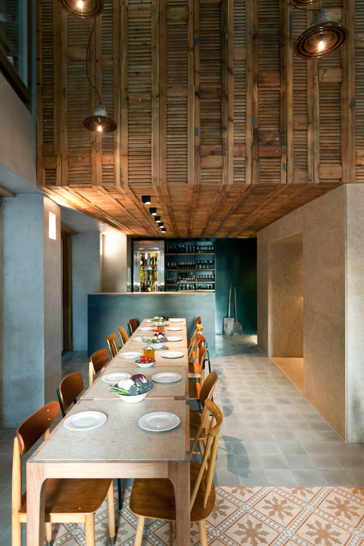 Capanna the new trendy italian restaurant in athens for Pizzeria interior designs